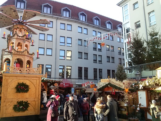 A small side street Christmas market in Dresden. Full of atmosphere and tradition!